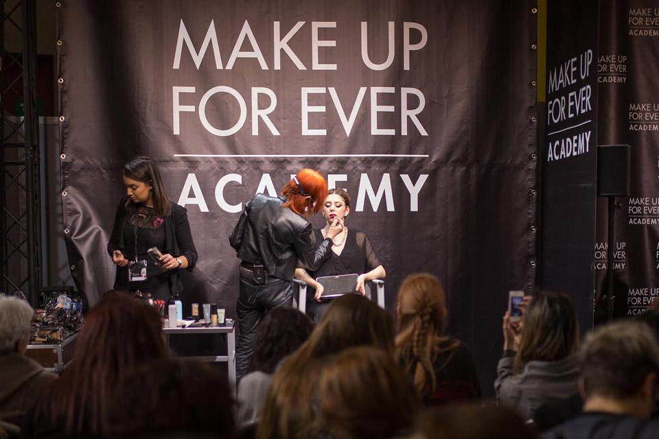 Maquillage mondial de l'esthétique